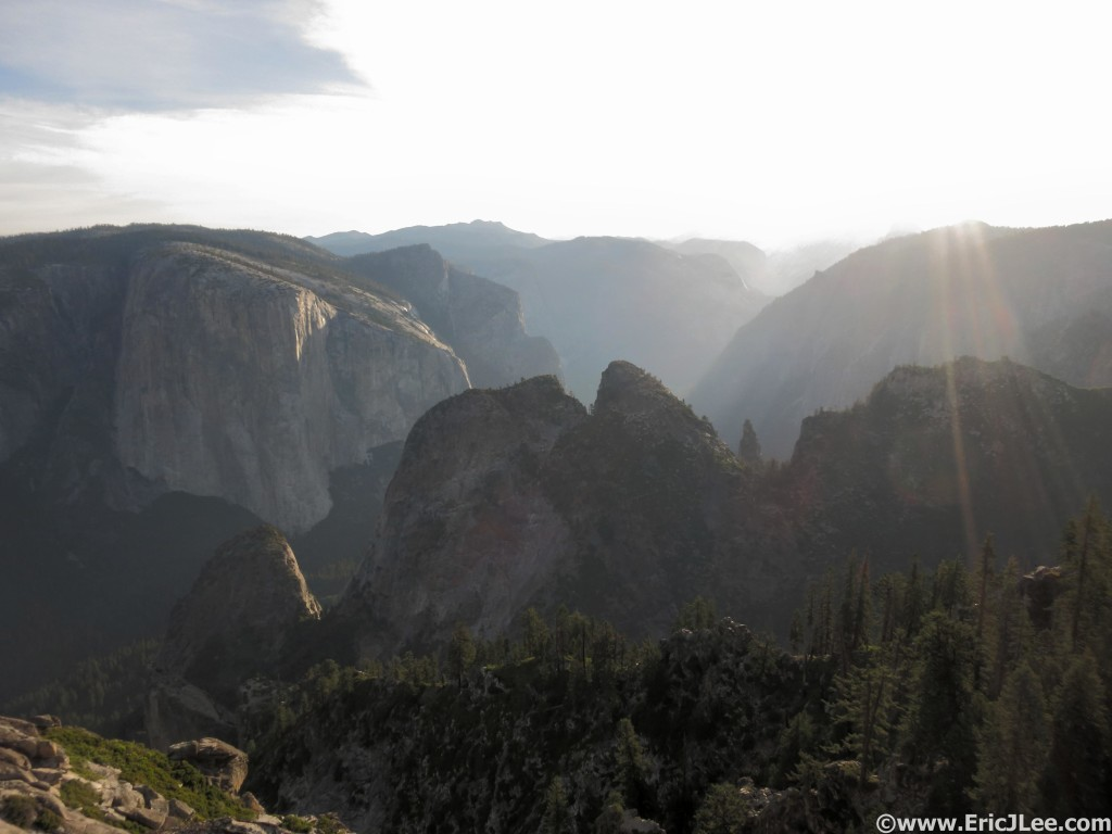 Sun shining on the Yosemite Valley from Dewey Point, this place is awesome.